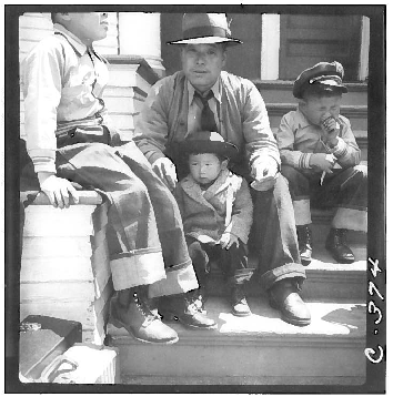 residents of japanese ancestry waiting Oak Street ca